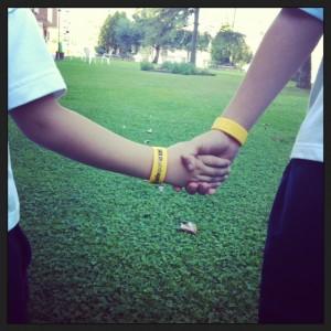 Las pulseras de Safesport son muy útiles para identificar a los niños en eventos multitudinarios