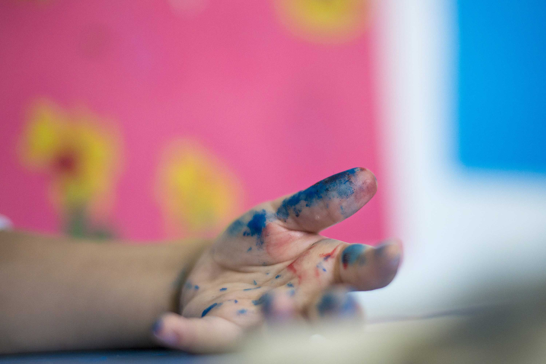 Los niños hospitalizados disfrutan de talleres artísticos en el Hospital Infantil de Zaragoza desde el mes de octubre. Foto de Pedro Etura