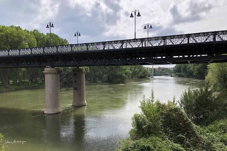 El puente de hierro sobre el Ebro